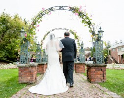 Advantages and Disadvantages of a Small Wedding