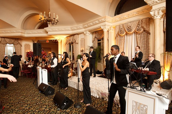 Choosing Between a Band or Deejay for your Wedding Entertainment