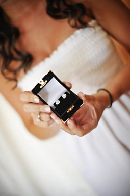 Picking the Right Jewelry for Your Wedding Day