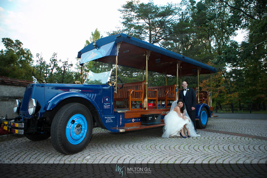 How To Plan Your Wedding Day Transportation On A Budget