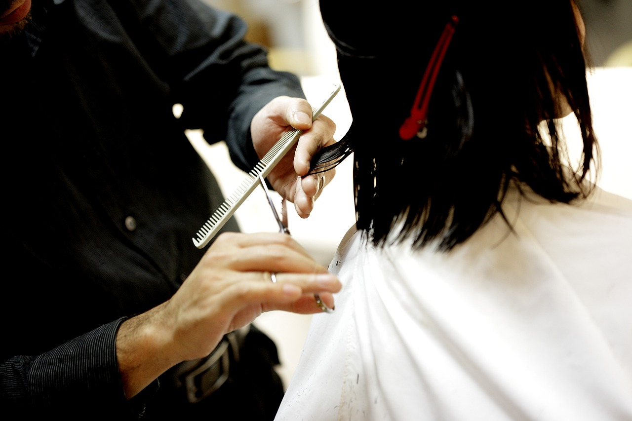 How To Choose The Right Beautician and Hair Stylist For Your Wedding